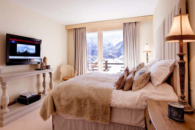 Chalet_Grace_double_room_with_TV24