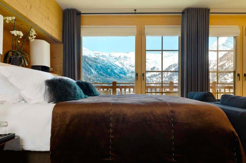 Chalet_Maurice_double_bedroom_with_view_r